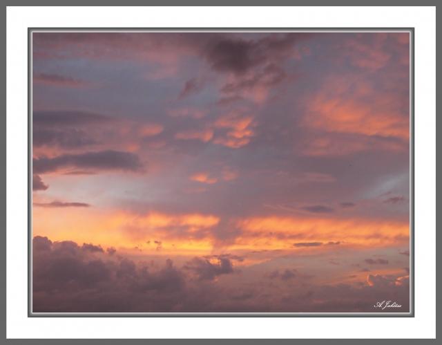 Raudoni debesys